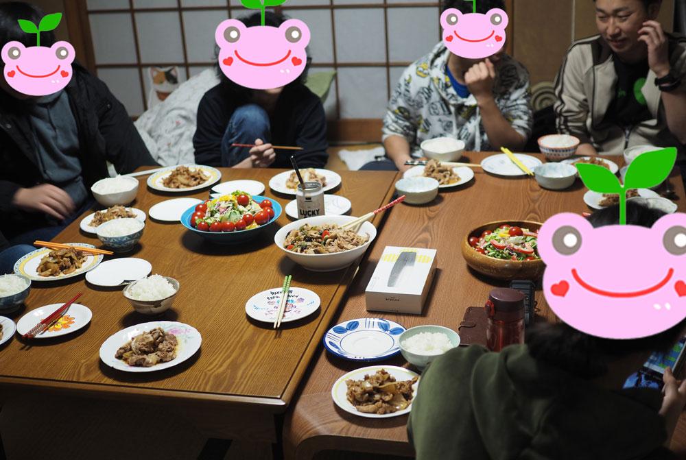 宿泊も出来る居場所で定期開催している食事会に集う子ども達